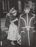 Prinsjesdag 1957. Prinses Beatrix verlaat Paleis Huis ten Bosch