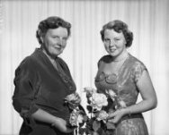 Koningin Juliana en prinses Beatrix, 1955