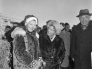 Elfstedentocht 1963. Hare Majesteit de Koningin en Prinses Beatrix bij de finish…
