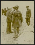 Mr Lloyd George chats with Indian soldiers