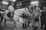 Prinses Beatrix opent Willem Alexander Manege te Arnhem . In de manege
