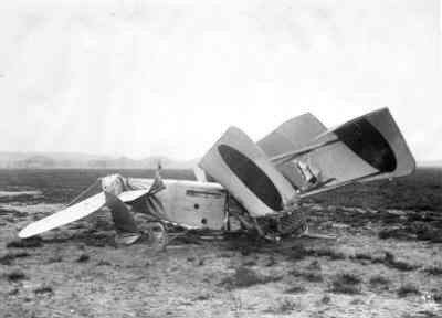 Rumpler C.I R410 verongelukte op 5 febr. 1918 in de start van Soesterberg. Lt.vl. R. Drost ongedeerd. Met oranje bollen.