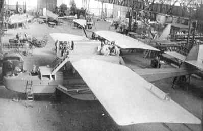 Maritieme patrouillevliegboot Dornier Wal in aanbouw (1926-1940). D-6 en D-7 in aanbouw