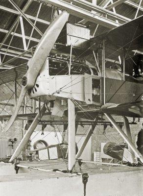 Short 184 (Sage), registratienummer K-1, na noodlanding in de Noordzee opgepikt door HD 47, op 26 september 1917 in Den Helder binnengebracht en geïnterneerd door Hr.Ms. politiekruiser