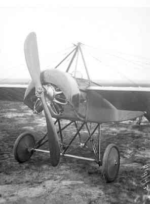 Morane L LA35 na de ombouw. Rompneus en motor.