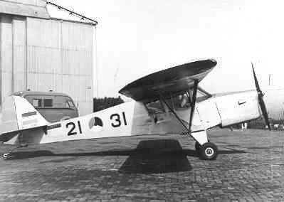 Auster AOP Mk.3 op de grond.