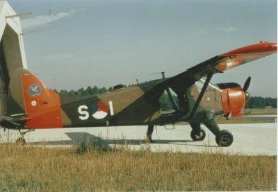 De Havilland Canada DHC.2 Beaver, registratie  S-1, op vliegbasis Leeuwarden. Met day-glow.