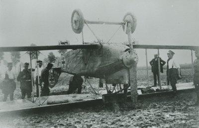 Duitse D.F.W. C.V met registratienummer 9057/17 te Oostburg op 12 augustus 1917. Het toestel kreeg als interneringsnummer 35 en werd in Nederlandse dienst gesteld en geregistreerd als LA44.