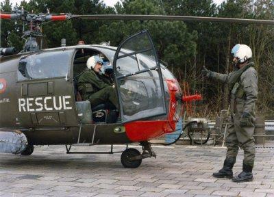 SAR-Alouette III, met nooddrijfsysteem, een moment voor de start of na de landing. Registratie niet zichtbaar.