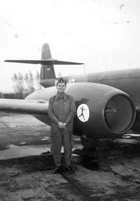 Gloster F.Mk.8 Meteor demoteam 323 Sqn op vliegbasis Leeuwarden.