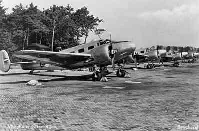 Formatie Beechcraft T-7 Navigators op de grond.
