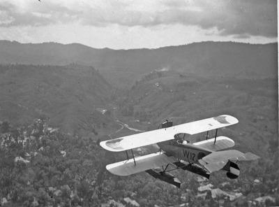 Verkenningsvliegtuig Van Berkel WA (W-12) (1919-1933) boven Ambon