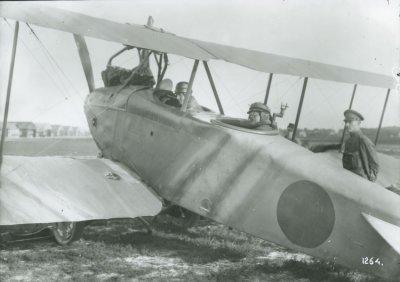 D.F.W. C.V (LVG) ex-LA47 met kpt.vl. Van Heijst en Prins Hendrik, 5 juni 1918. Rechts sgt. Need.