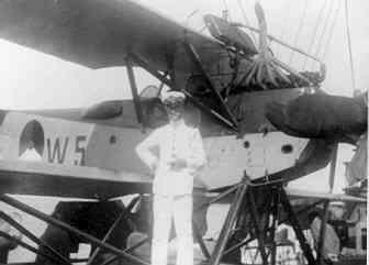 Verkenningsvliegtuig Van Berkel WA (W-5) (1919-1933) aan boord Hr.Ms. Pelikaan