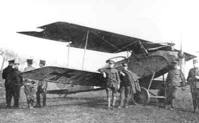 Halberstadt CL.II 14252/17 van de 2e Marine Feld Jasta, geïnterneerd op 2 april 1918 te Aardenburg. Uffz. Matrose Paul Zeidler. Ned. reg. H415. V.l.n.r.: 1e is lt.vl. J.E. Lioni, 2e Matr. Paul Zeidler.