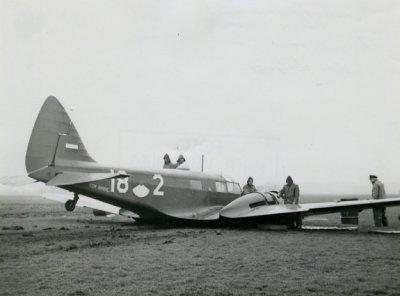 noodlanding van het Oxford-lesvliegtuig nr. 18-2 nabij wassenaar, 1951