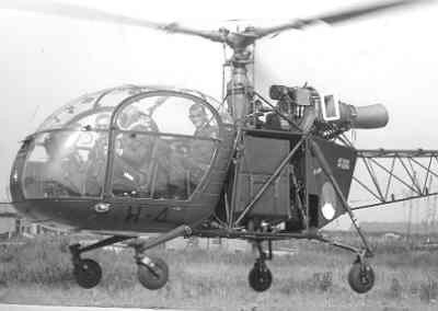 Close-up van Alouette II, registratie H-4, laag boven de grond.