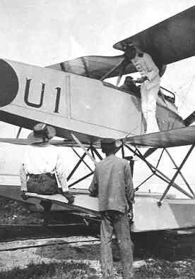 Jachtvliegtuig Rumpler 6B-2 (U-1) (1917-1920). 29 mei ge-interneerd te Westkapelle. Hier het toestel in Ned. Indie