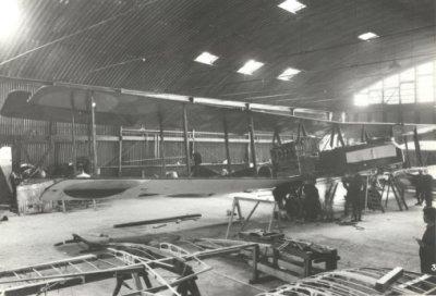Gotha G.IV LA50, ex 1055/16, in reparatie. sept. 1917. Geïnterneerd bij Beerta op 18 aug. 1917. In december 1917 her-registratie G700.