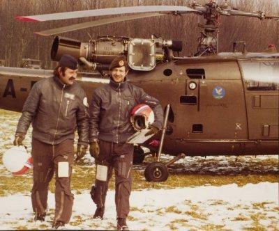 Helikopter Sud Aviation SE 3160 Alouette III met uitgestegen bemanning. Operationeel in de periode 1964-1995 (circa). De straalmotor voor de aandrijving van de wieken en staartrotor is goed te zien.