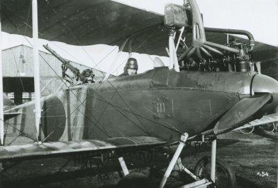 D.F.W. C.V (LVG) ex-LA47 met kpt.vl. Van Heijst en Min. van Oorlog, 9 maart 1918.
