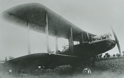 "DH.9 D2781 ""M"" van RAF No. 211 Sq. te Groede op 25  juli 1918."