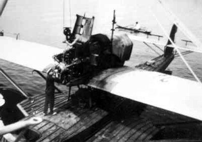 Maritieme patrouillevliegboot Dornier Wal (1926-1940). Motor wisselen.