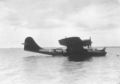 Aankomst van de eerste twee Consolidated PBY-5 Catalina maritieme patrouillevliegboten. Hier de Y-38 (1941-1942) gefotografeerd vanaf het Marinevliegkamp Morokrembangan, Soerabaja