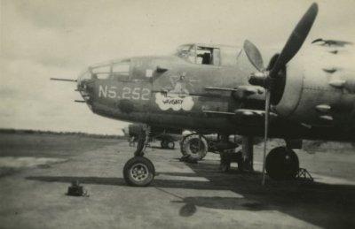Verblijf en optreden van het 8e (4e) Bataljon Regiment Stoottroepen in Nederlands-Indië. Mitchell B-25 van de Militaire Luchtvaart KNIL met registratie N5-252.
