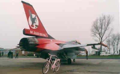 F-16A met speciale beschildering t.g.v. 50 years 322 Sqn.