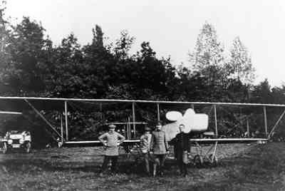 Tweede Brik, derde door van Meel gebouwd vliegtuig. Niet bij de LVA in dienst geweest. Met rompgondel. Door Van Meel gevlogen tijdens de herfstmanoeuvres in september 1913. Voor het toestel vdg. M. van Meel en tlt. M.L.J. Hofstee.