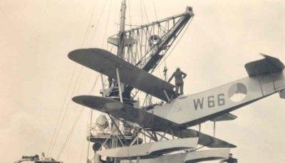 Verkenningsvliegtuig Van Berkel WA (W-66) (1919-1933) aan boord Hr.Ms. Jacob van Heemskerck
