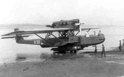Maritieme patrouillevliegboot Dornier Wal D 33 (1930-1939) Aviolanda Papendrecht/Ned. op het MVK Morokrembangan. Wordt de wal opgetrokken