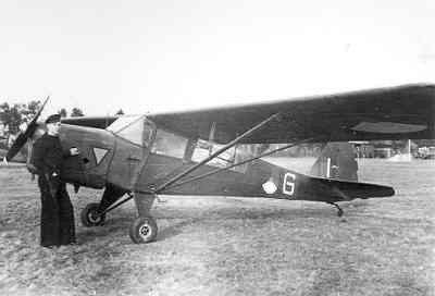Vliegopleiding  V.V.O.1,1946 Woensdrecht , Luchtmacht Auster op bezoek met Mark van Wijk die later op de Karel Doorman met een Firefly verongelukte