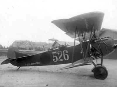 Fokker C.I klaar voor de start. Vlieger lt. W.C.J. Versteegh. Kenteken oranje bol.