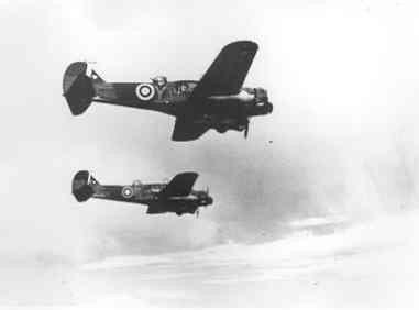 Kustverkenners AVRO 625A ANSON MK.1 (1940-1942)  van VSQ 321 boven Engeland