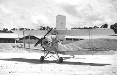 De Havilland DH-82 Tiger Moth van de KLu, registratienummer A-29,  één van de twee Tiger Moths van de KLu op Nederlands Nieuw-Guinea