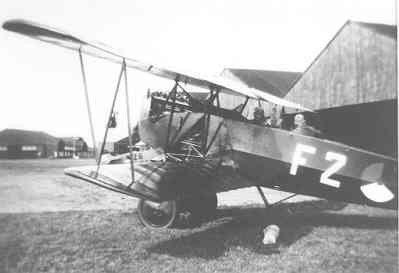 Fokker C-I overgangslesvliegtuig vliegopleiding F 2 (1920-1936) met opgerolde doelzak, die het vliegtuig kon meeslepen, onder het toestel