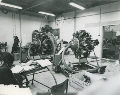 Motoren van Beavers in revisie op Ypenburg.
