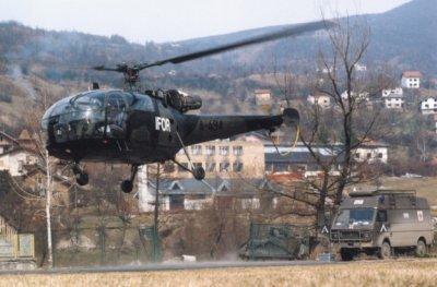 Een Alouette III van het Nederlandse helikopterdetachement in het Bosnische stadje Santici.