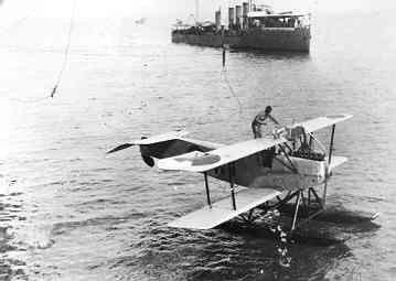 De lichte verkenner op drijvers Van Berkel WA  W-8 (1920-1929) wordt gestreken