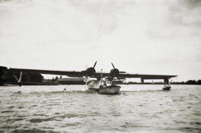 Motorboot ter assistentie bij een Catalina op het MVKM