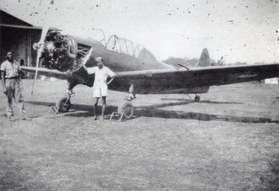 Commomwealth CA-6 Wackett lesvliegtuig voor de eerste vliegopleiding van de ML/KNIL voor de hangaar