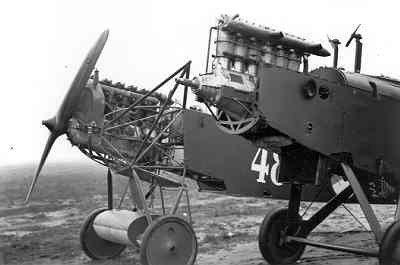 Rompen van een Fokker C.I en de Airco D.H.9 433.