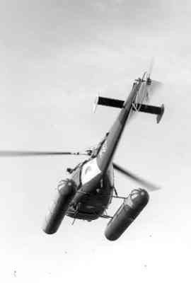 SAR-heli Alouette III (registratie H-67), bij wijze van experiment uitgerust met vaste drijvers.