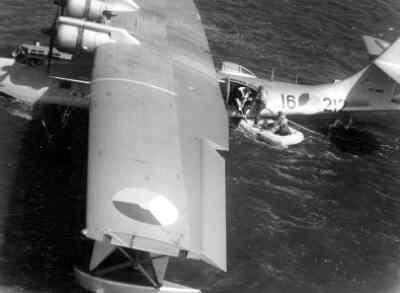 Dinghy-drill vanaf de Catalina 16-212 in Nederlands Nieuw-Guinea