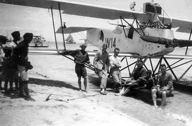 Verkenningsvliegtuig Van Berkel WA (W-14) (1919-1933). Schietoefeningen op het eilandje Amsterdam Noord van Tj Priok