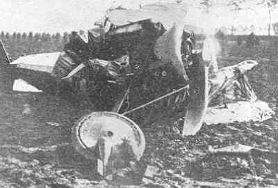 Sopwith F.1 Camel F1542 van RAF no. 65 Sq, neergestort te Waterlandkerkje op 28 september 1918. De piloot was lt. D.M. John.