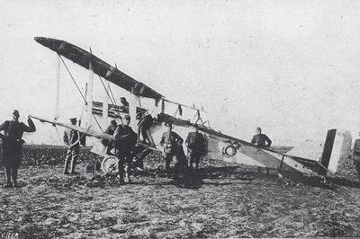 U.S. DH.4. 32774 te Schoondijke op 27 okt. 1918. Van U.S. Naval Northern Bombing Group, U.S.Marines No. 10 Sq. Internering 89. 2Lt. J.F. Gibbs, 2Lt. F. Nelms Jr.