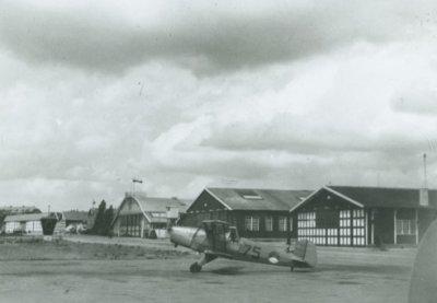 Bücker Bü 131 Jungmann, reg. 75, op Soesterberg.